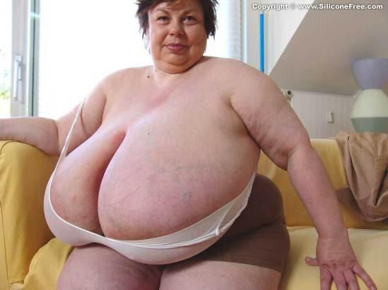 karola giant boobs 04
