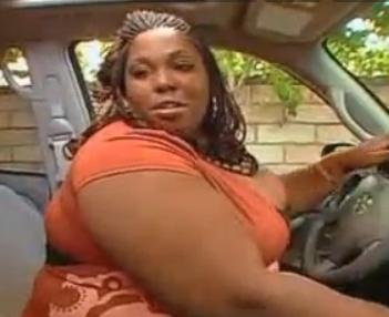 black BBW dans une voiture