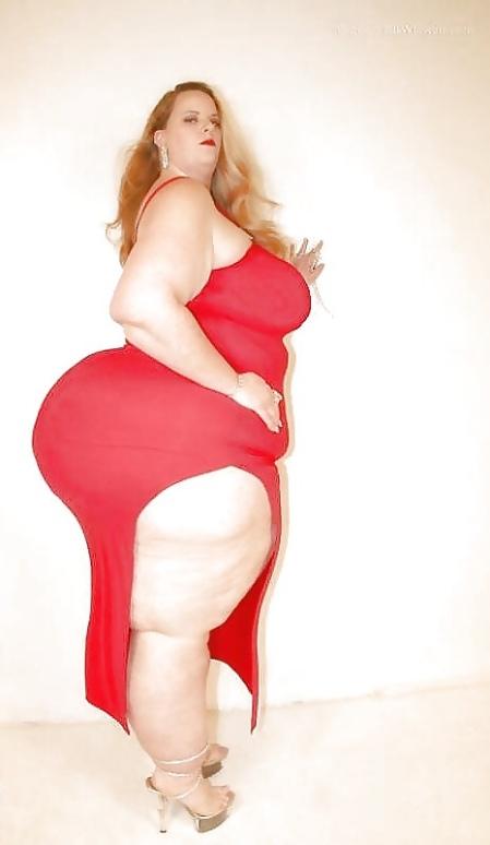 dame mature bbw robe rouge fesse magnifiques