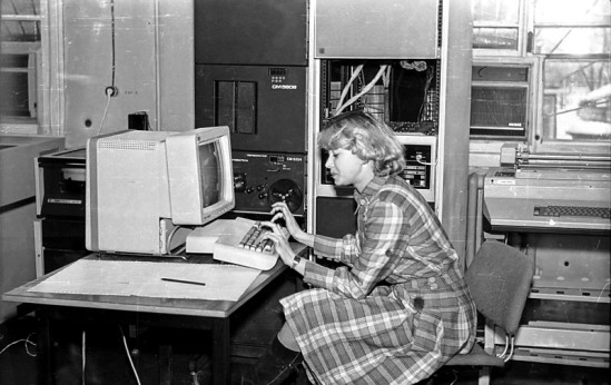 Woman-coder-in-1986